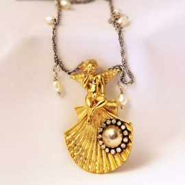 angel-pendant-necklace-shell