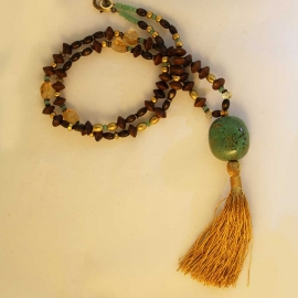 brown-wood-gold-necklace