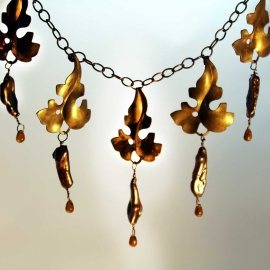 necklace-leaf-pearl-amber