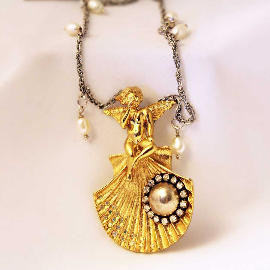 1_angel-pendant-necklace-shell