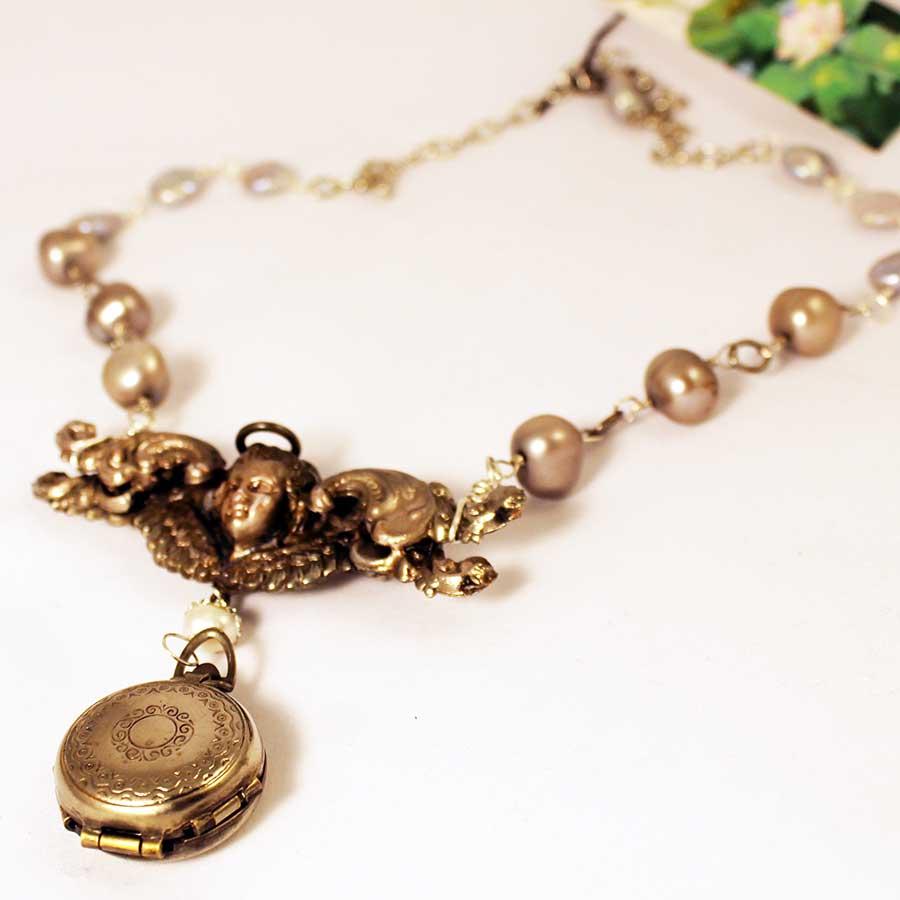 4-piece-locket-pearl-necklace